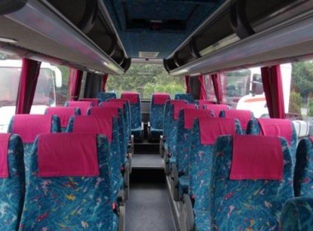 комфортабельний автобус для туристів у Львові
