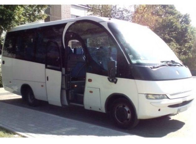 Прокат автобуса для 26 чоловік у Львові для транспортування та екскурсій.